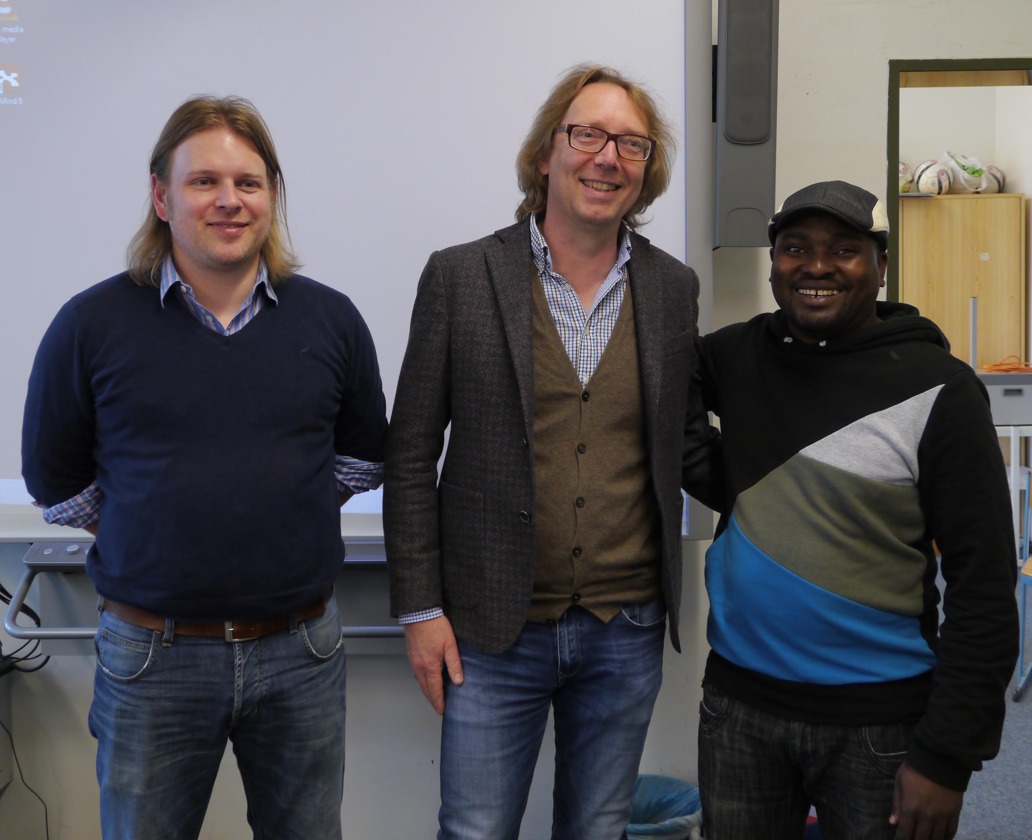 mit-Schulleiter-Ralf-Pöhler-und-Lehrer-Gunnar-Carstensen
