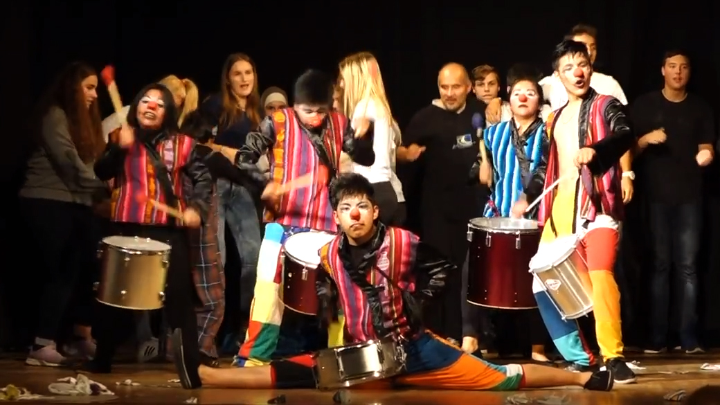Teatro-Trono an der Fritz-Schumacher-Schule